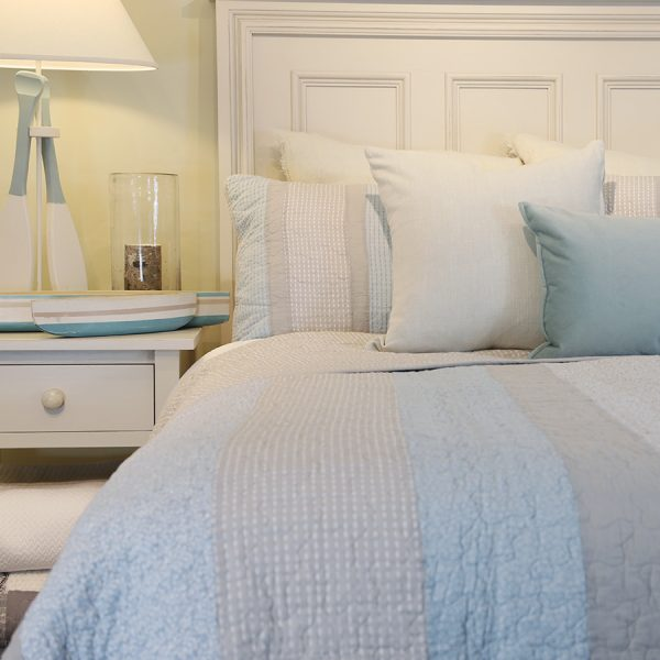 bedding, quilts